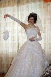 Продам шикарное свадебное платье. Очень пышное.